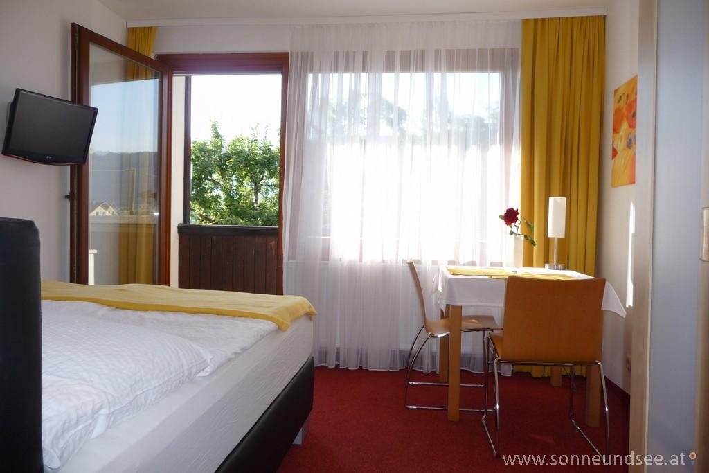 Blick ins Zimmer von Appartement 5