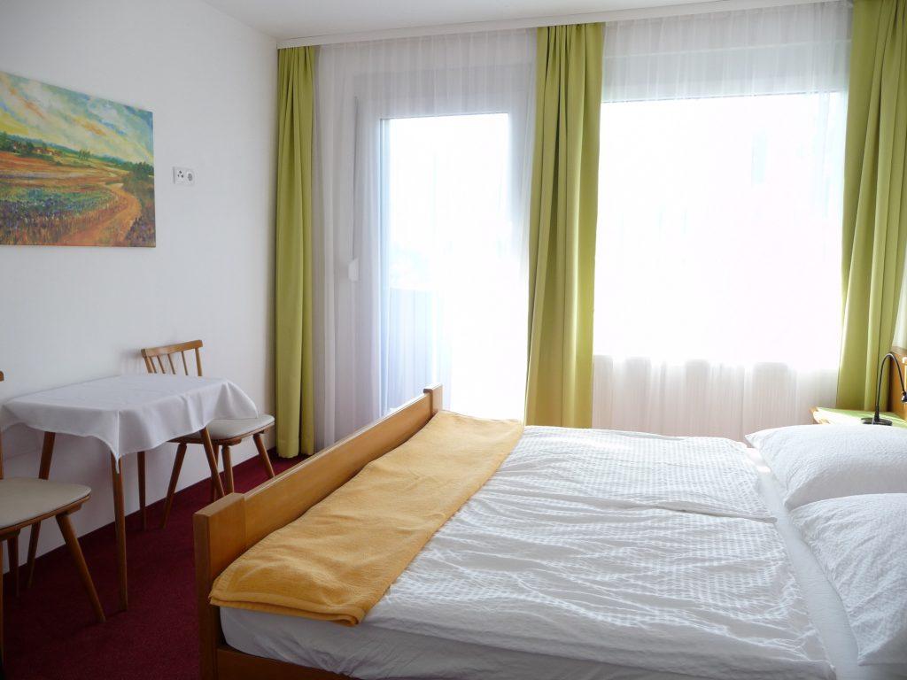 Blick ins Zimmer von Appartement 4